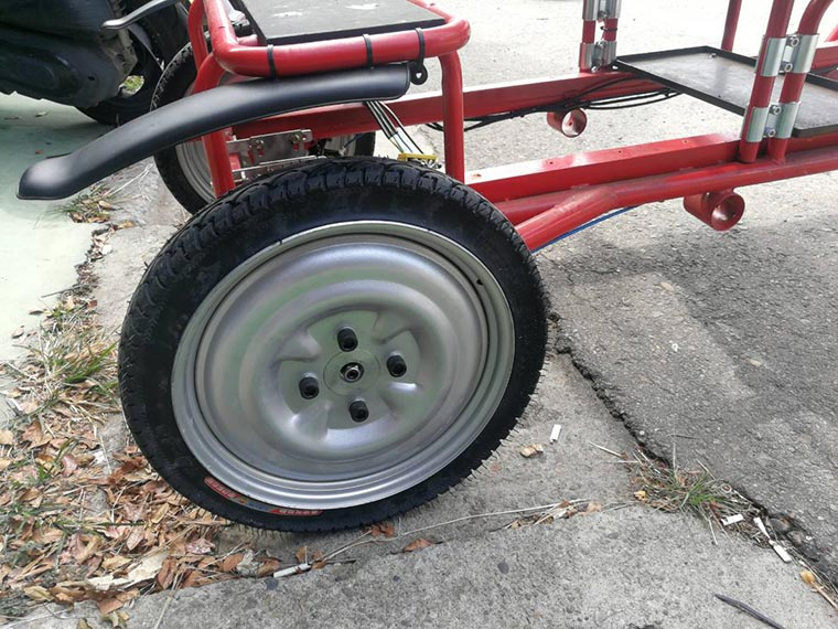Add solid tires for rear wheels-Electic light lorry